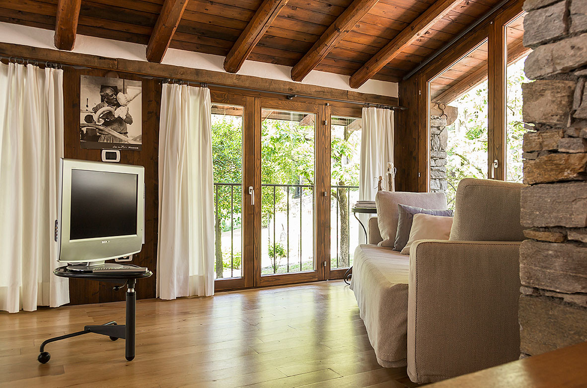 Rustico 1 living room