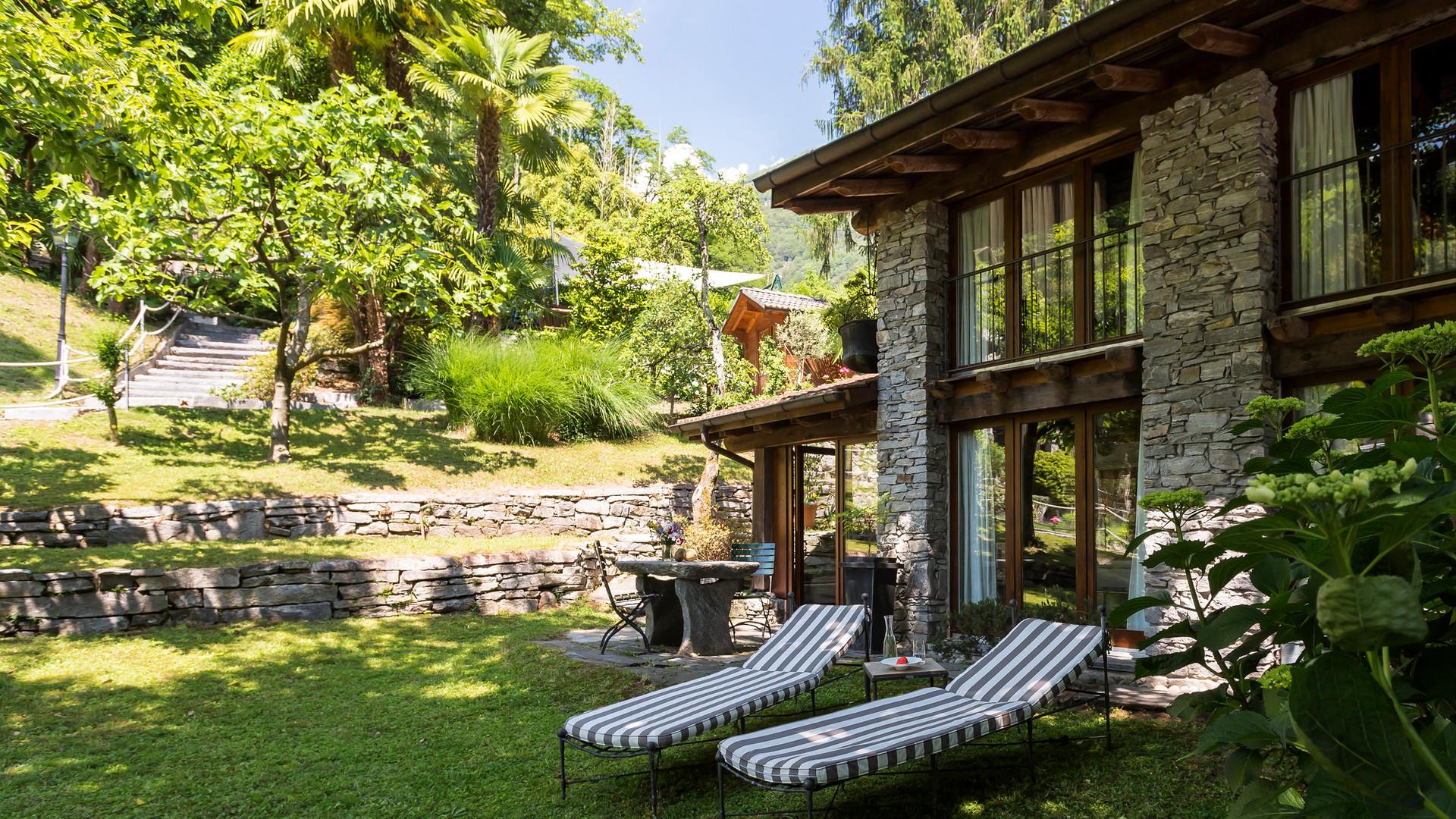 Rustico 2, deck chair in the garden