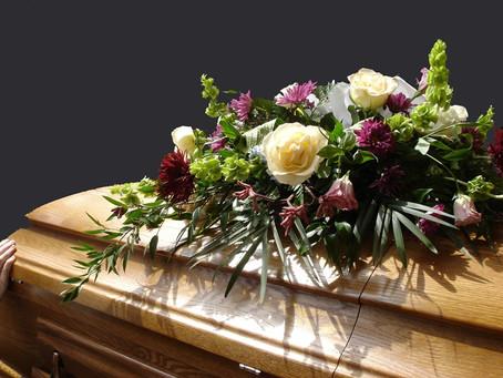 Flores: você sabe o que elas realmente significam em um velório?