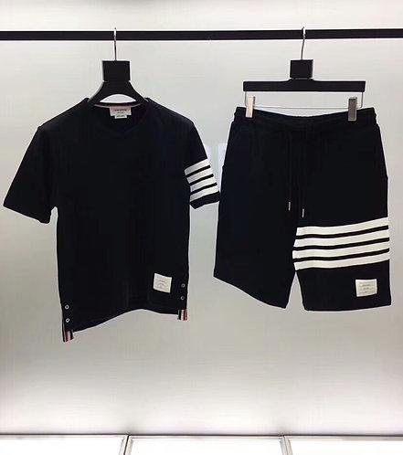 [Thom Browne ]#톰브라운 클래식 사선 완장 반팔 티셔츠 +반바지 세트 A09113720