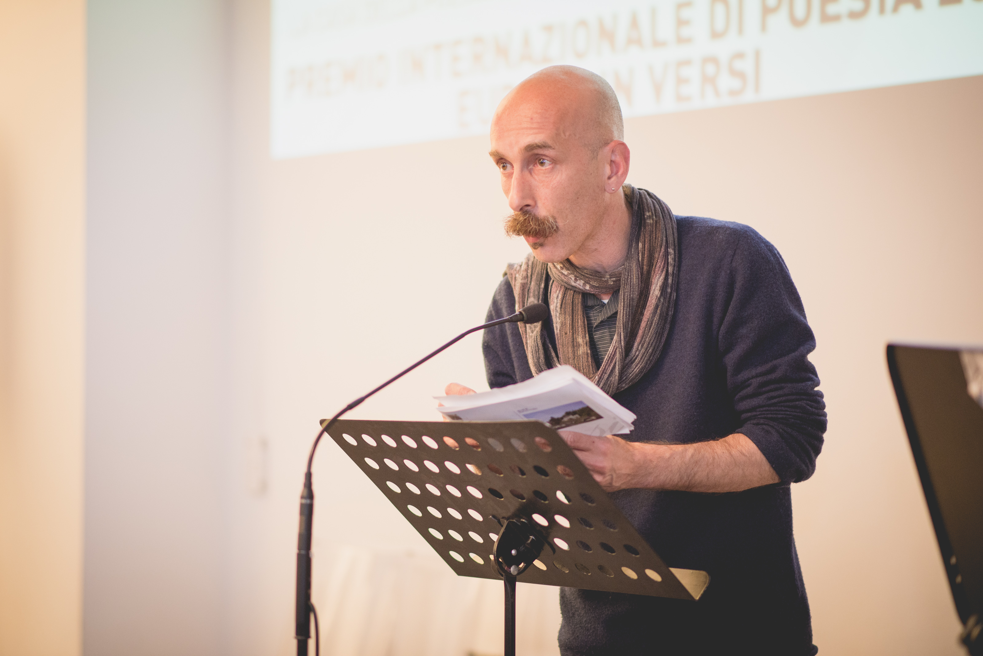 Wolfango Testoni introduce i poeti