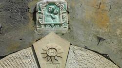 Particolare di un portale di una casa di Pruno