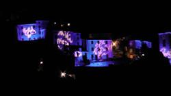Installazioni luminose dell'artista Marco Nereo Rotellisulle facciate delle casedi Pruno