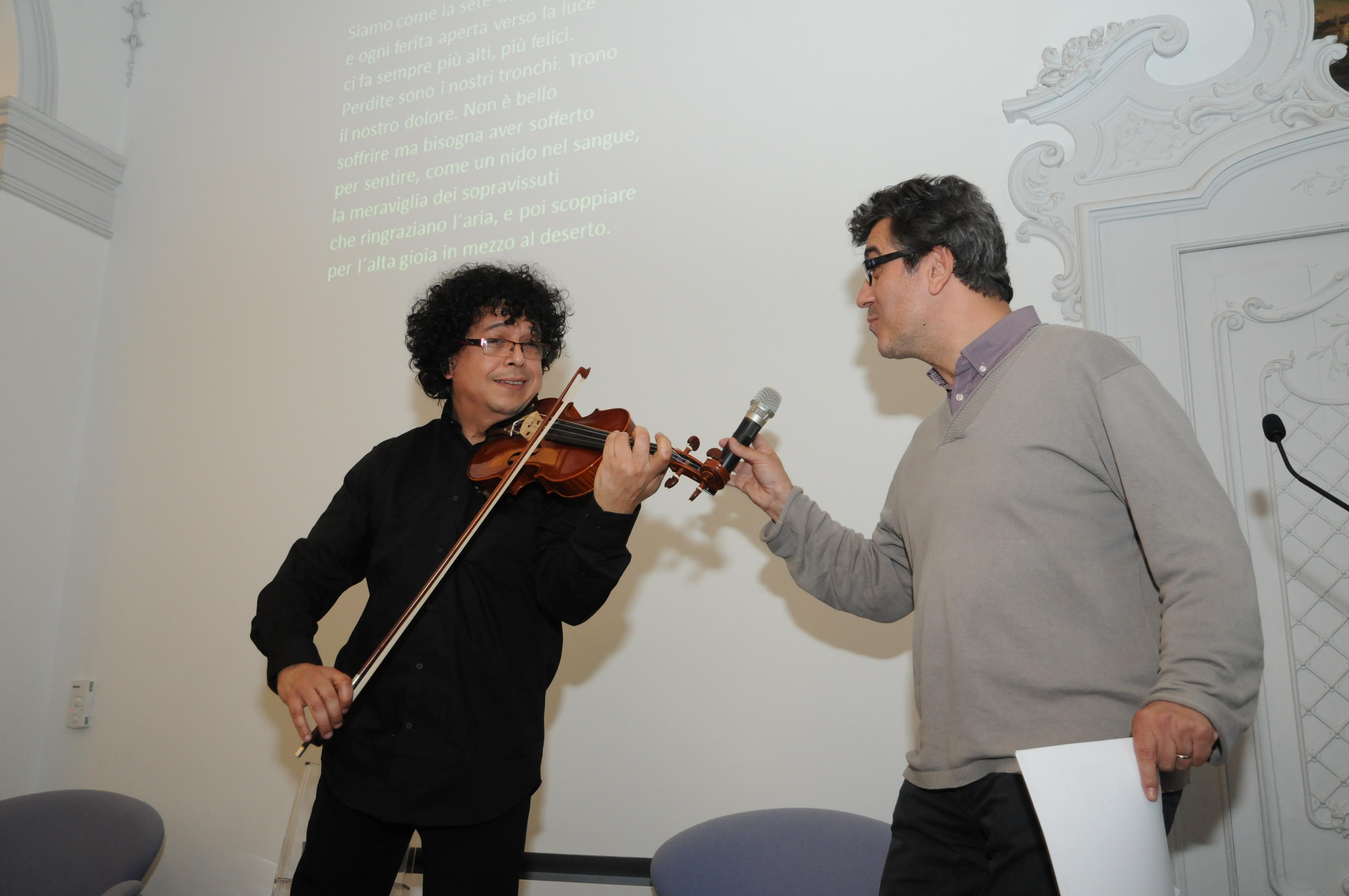 Il violinista Jamal Ouassini e il poeta Juan Vicente Piqueras