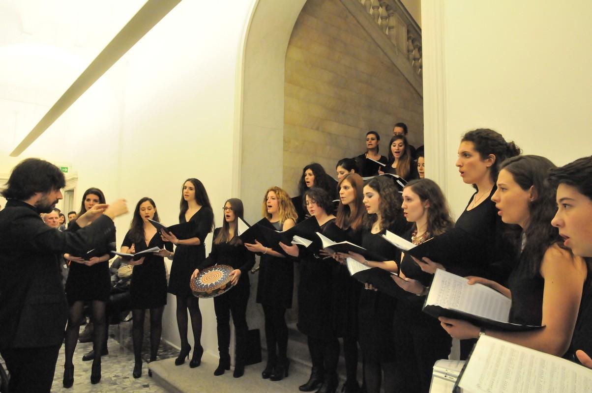 Il Maestro Alessandro Cadario e il Coro Hebel
