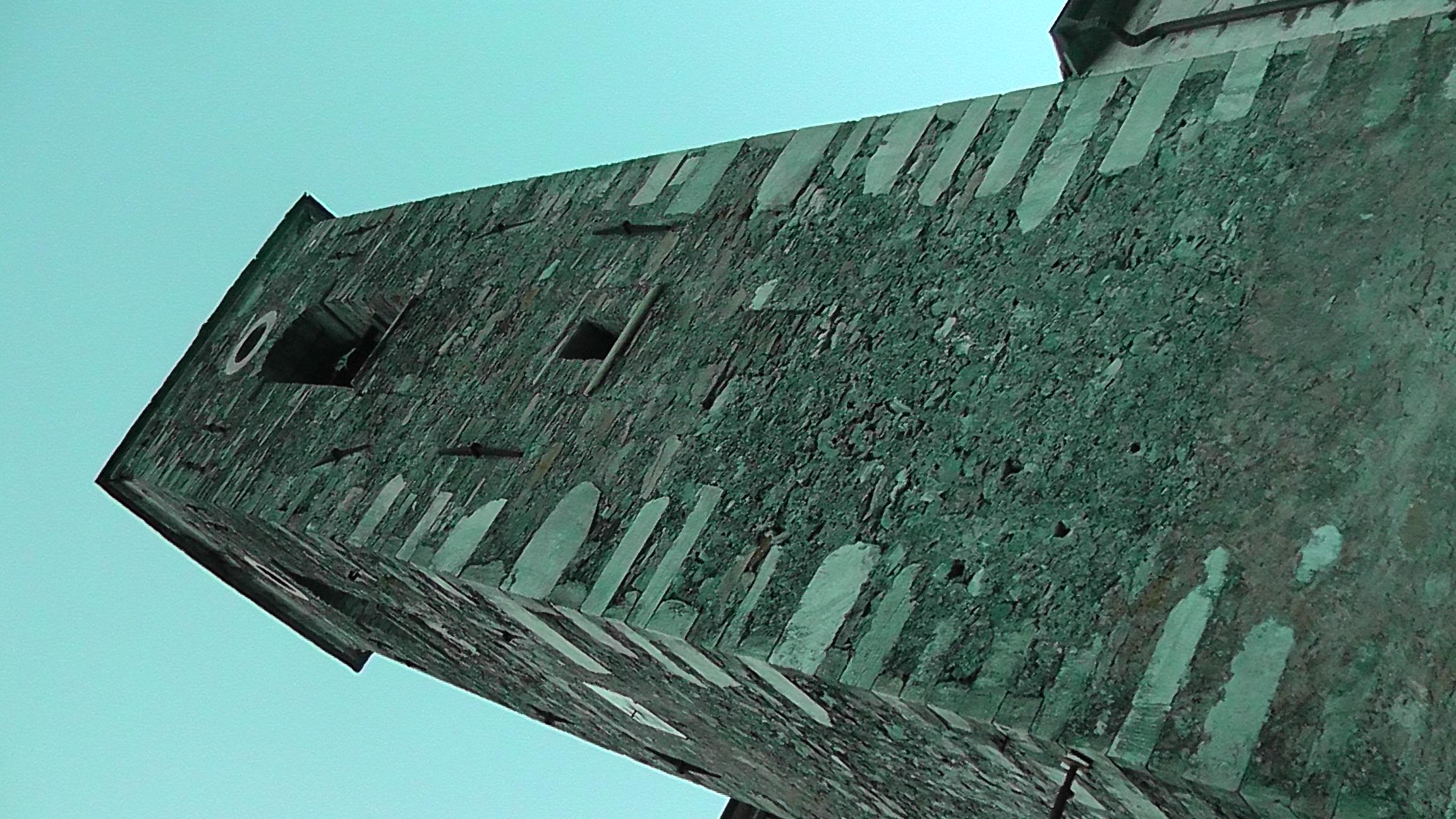 Il suggestivo campanile della Chiesa di Pruno