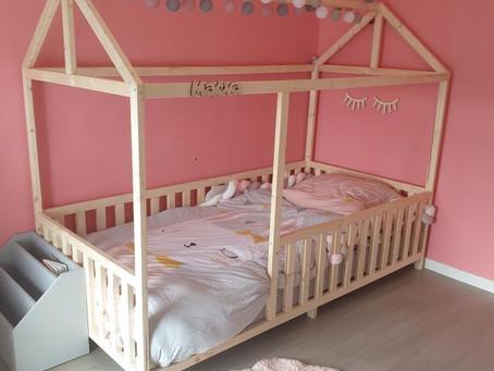 A quel âge puis-je installer mon enfant dans un lit cabane Housswood ?