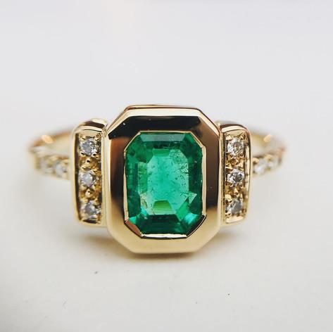 Emeraude et diamants sur or jaune 750/1000