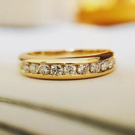 Alliance diamantée en or 750/1000 et ses diamants