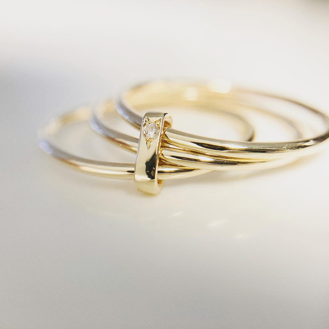 Bague trio en or 375/1000 et diamant