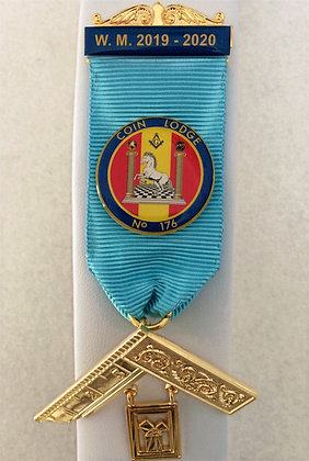 CRESTED MASONIC PAST MASTER'S BREAST JEWEL (Tucked Version)