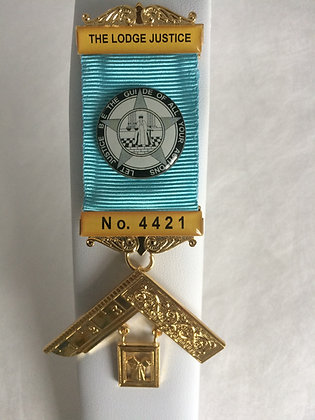 CRESTED MASONIC PAST MASTER'S  BREAST JEWEL