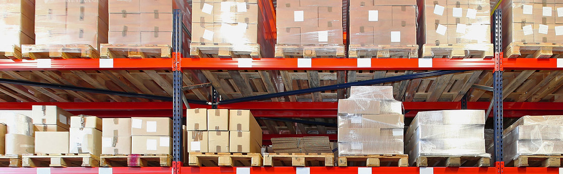 estantes del almacén