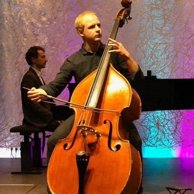 波兰低音提琴家 Piotr Dubajko