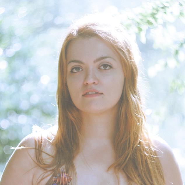 波兰中提琴家 Dominika Dudek