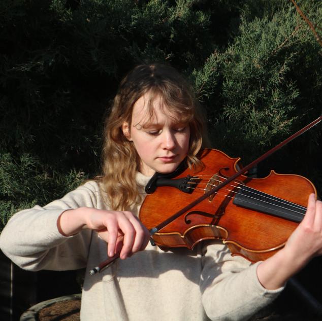 瑞典中提琴家 Alva Rasmussen