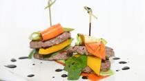 Профессионально фотографирую еду) Также делаю дизайн меню.
