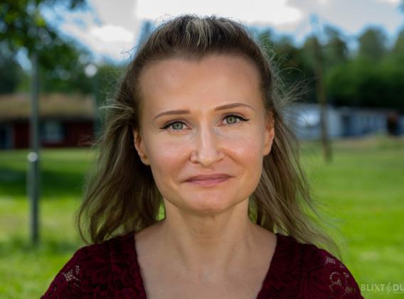 Anna Karpova - Paula Fandin, oppositionsledare