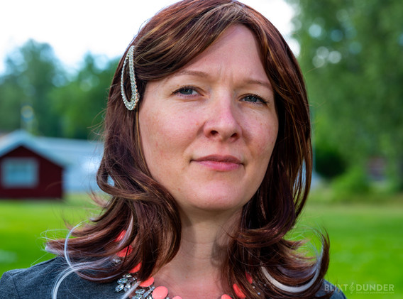 Elin Bard - Åsa Äreberg, Landsministerns fru