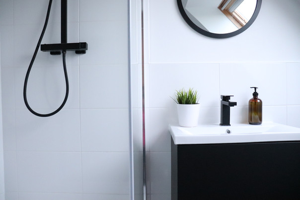 FRESH, CONTEMPORARY ENSUITE
