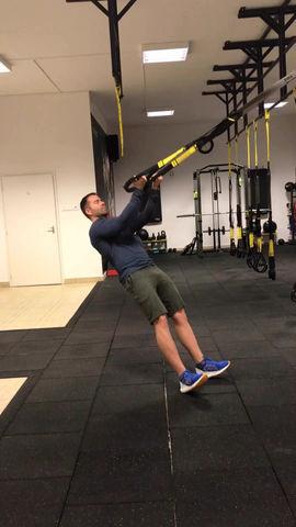 Bicepsz feszítés TRX-el