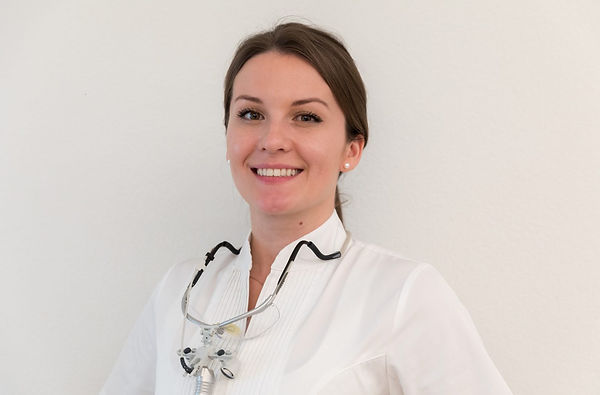 Dr. med. dent. Koncz Katalin Zahnmedizin Zentrum St. Raphael im Herzen von Naters