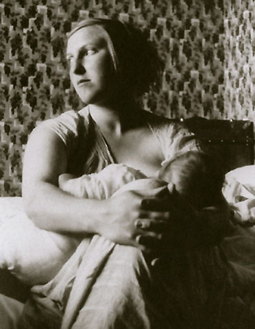 marie-therese-walter-with-little-maya-1936.jpg