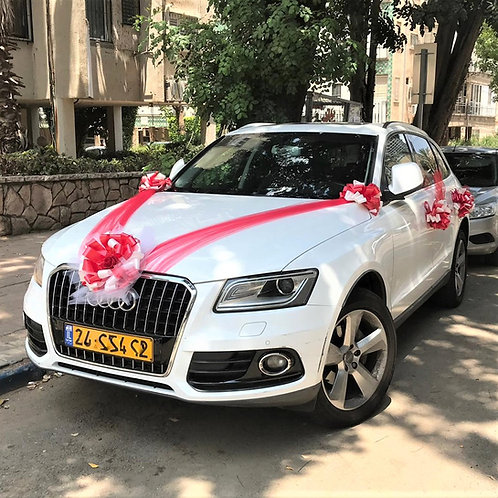 Audi Q5 car decorated for the wedding with decoration number 91-1