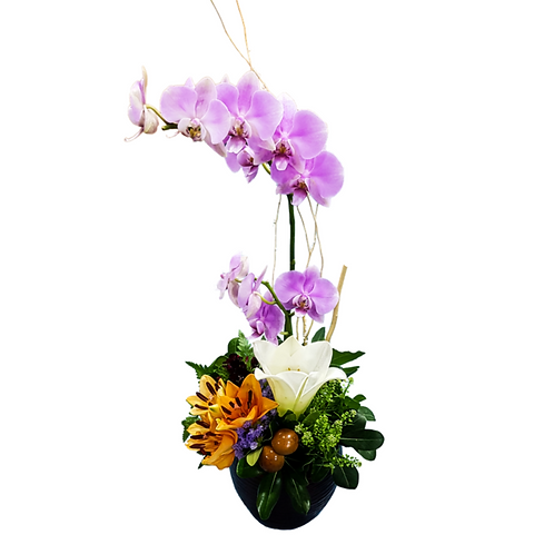 סידור פרחים טריים בשם עם סחלב