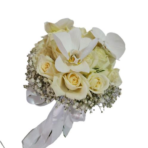 זר כלה מעצב מי ורדים לבנים וסחלבים