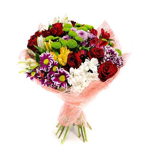 זר פרחים פרחי לימו מרהיב המורכב מורדים אדומים וחרציות לבנות