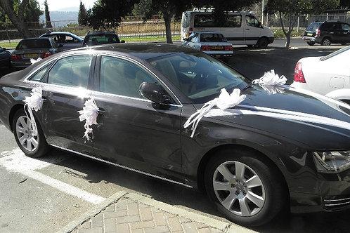 רכב אאודי מקושט לחתונה בחנות פרחים בצפון