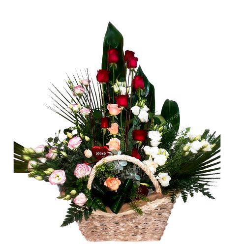 סידור פרחים טריים בשם רומנטיקה