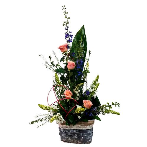 סידור פרחים טריים בשם בסל מרגש