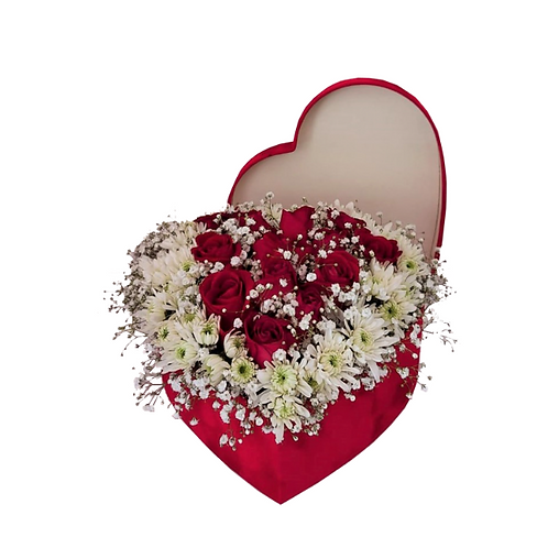 flower-arrangement-in-a-gift-box-heart-shaped