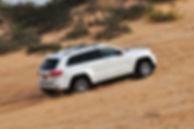 רכב שטח יוקרה להשכרה: ג'יפ בשטח