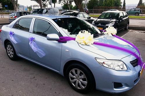 טויוטה עם קישוט רכב לחתונה מפואר