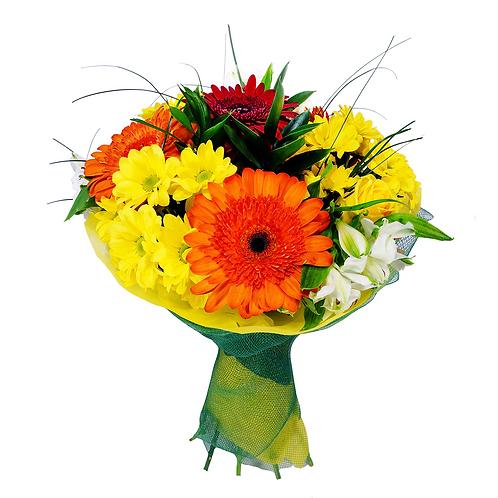 זר פרחים של פרחי לימו מדהים שבו שולטים גווני הכתום והצהוב