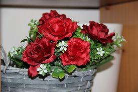 עיצוב סידורי פרחים של פרחי אתי