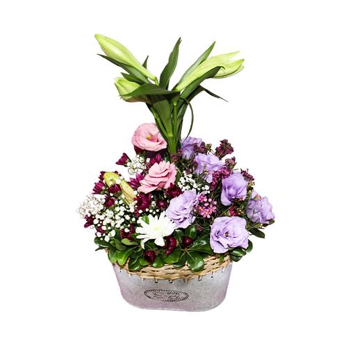 סידור פרחים טריים בשם כפרי