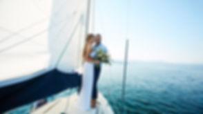 צילומי חתן וכלה ביאכטה בים