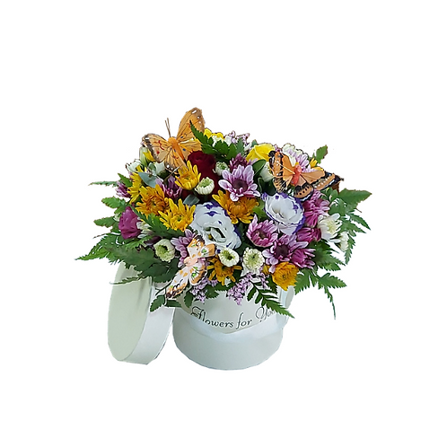 """סידור פרחים בקופסא """"אני אוהב אותך"""" באנגלית מפרחים טריים"""