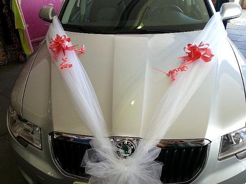 סקודה סופרב מקושט עם קישוט רכב לחתונה פרחי אתי