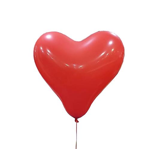 בלון בצורת לב אדום מלא בגז הליום
