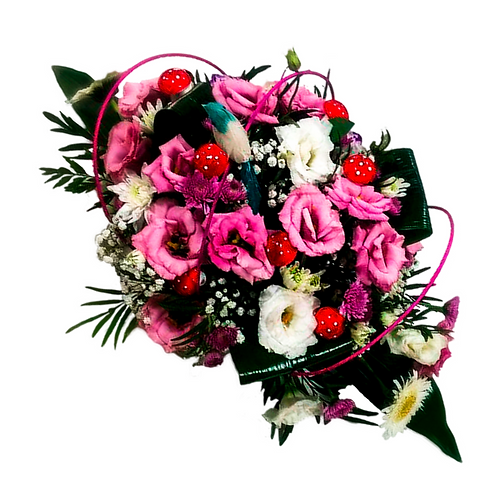 סידור פרחים טריים בשם על השולחן - ורוד לבן