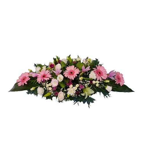 סידור פרחים מאורך לשולחן אוכל בשם הרמוניה פורחת