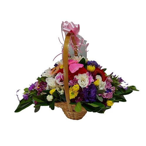 סידור פרחים של פרחים שונים צבעים שונים בסל נצרים