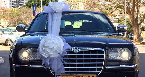 רכב לחתונה: קרייזלר מושכר מקושט