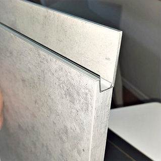 kitchen-facade-with-integrated-aluminum-