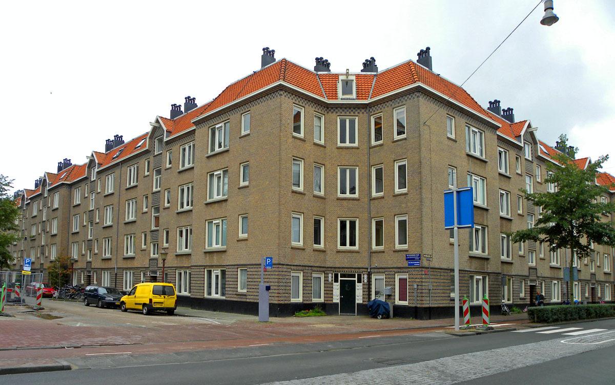 Zaandammerplein, De Bazel
